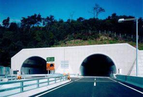 高速4号線(広島西風新都線)トンネル